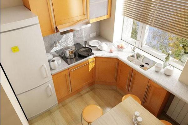 Использование светлых тонов позволяет расширить пространство маленькой кухни.