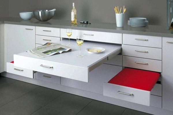 Выдвижная мебель позволит сэкономить пространство.