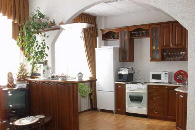 Классическая арка между кухней и столовой