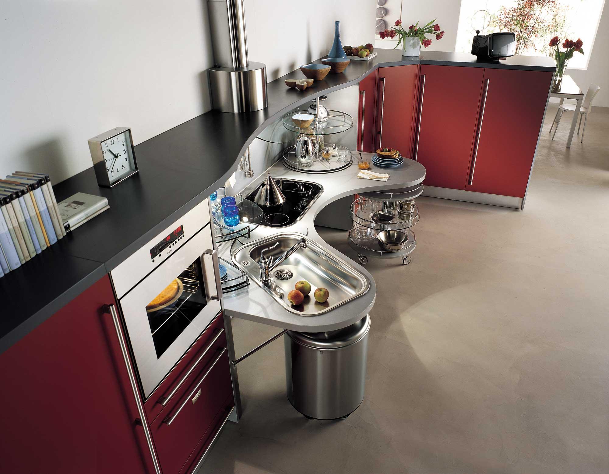 Необычный дизайн кухни обусловлен ее эргономическими особенностями.