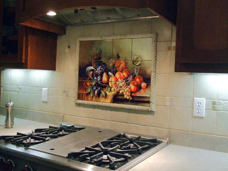 Керамический фартук с панно – самый лучший выбор для кухни.
