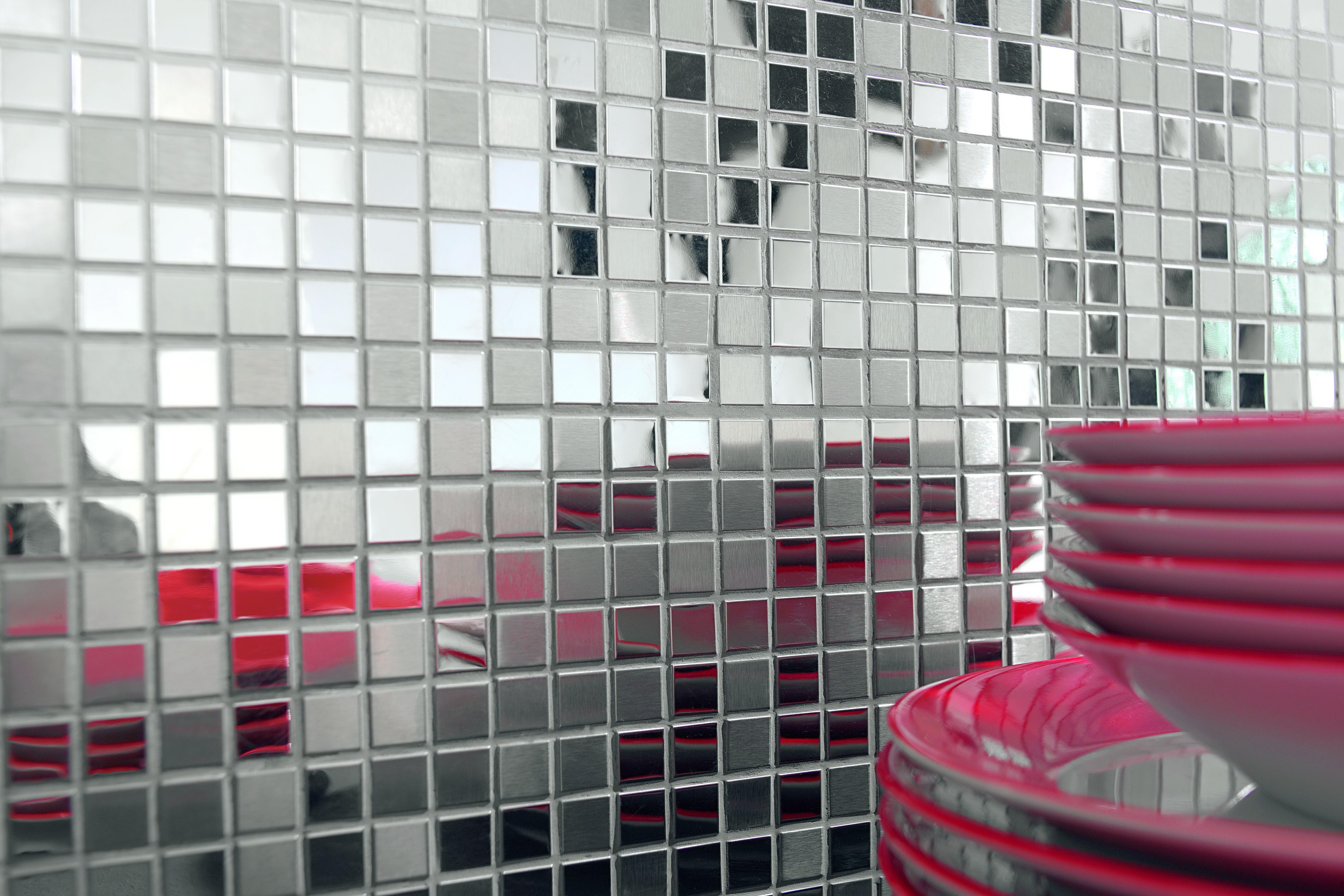 Мозаика из полированной и матовой металлической плитки