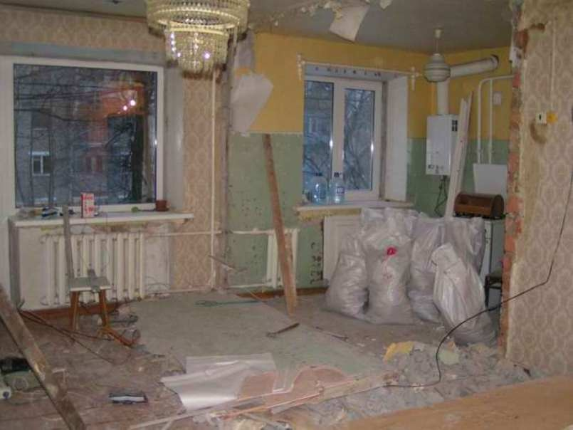 Перепланировка помещения неизбежно приведет к большому количеству строительного мусора.