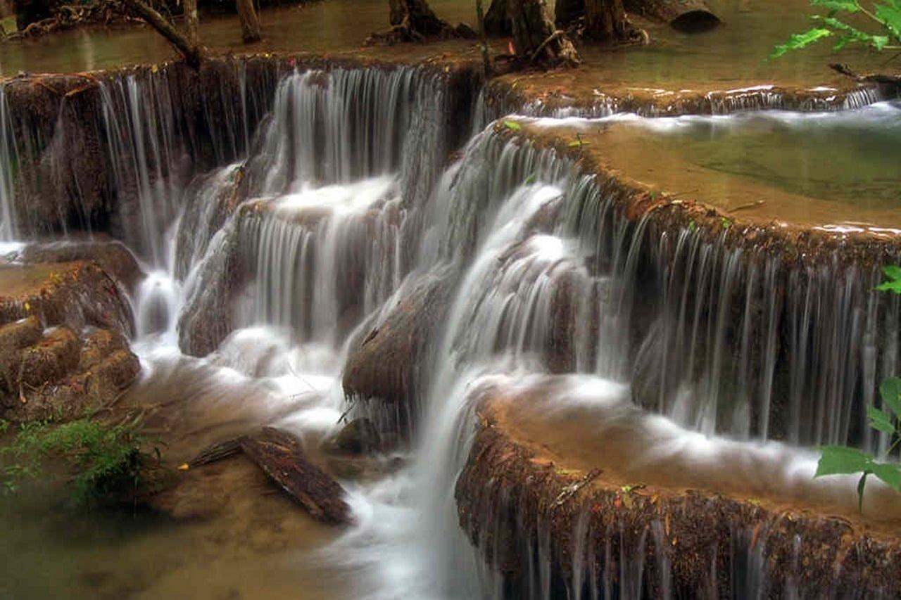 Картины с изображением воды расположенные в зоне карьеры активируют ее.