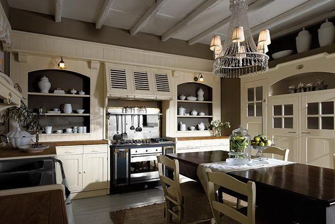 Проектируя кухню, лучше отдавать предпочтения натуральным материалам.