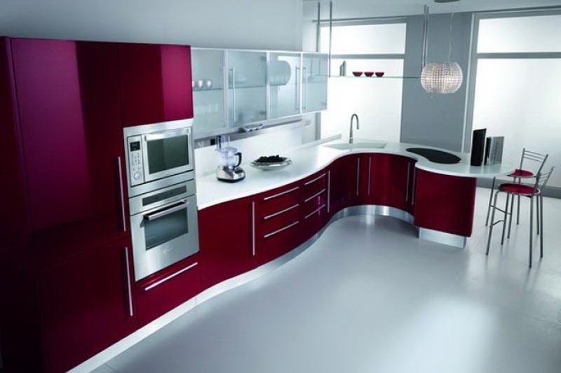 Сочетание металла и современных материалов на кухне