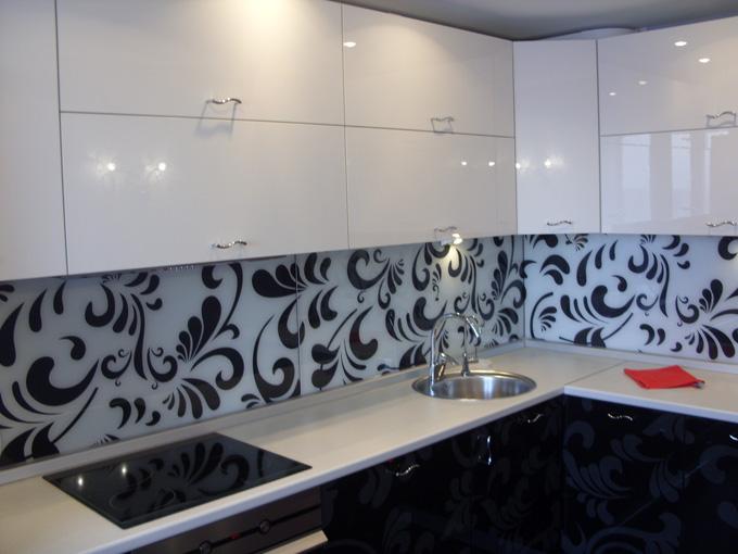 Прекрасным декором на кухне может выступить фартук с подобным рисунком.