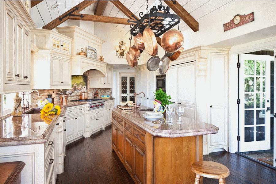"""Деревянная мебель и изящный декор кухни в стиле """"Прованс"""""""