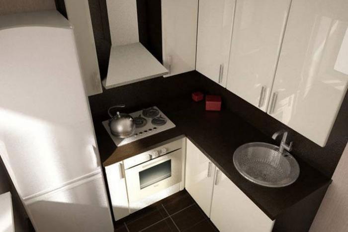 Не стоит экономить на размерах раковины в маленькой кухне.
