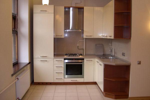 Продуманный дизайн позволит сделать маленькую кухню удобной и функциональной.