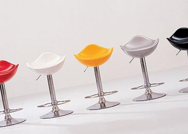 Моделей барных стульев множество