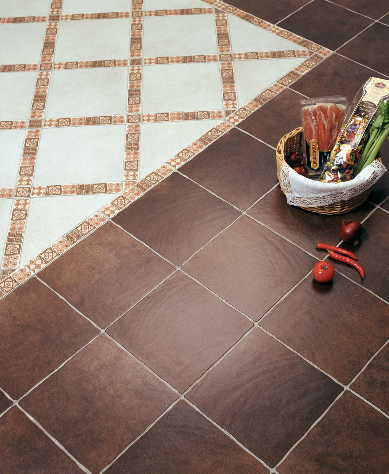 Керамо-гранитная плитка на полу на кухне