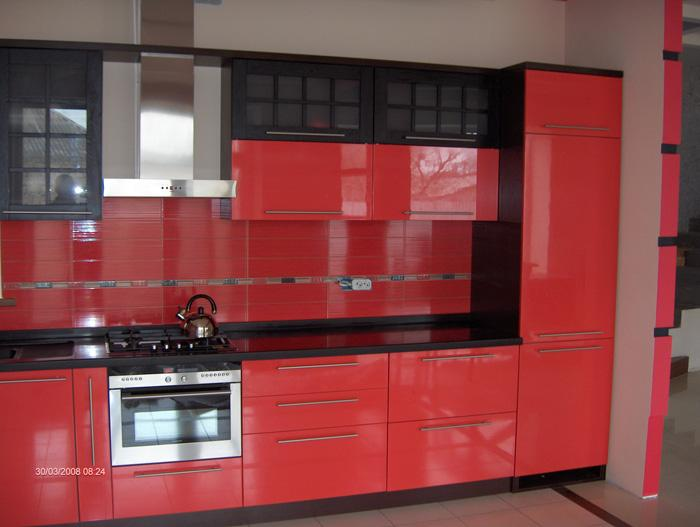 Кухня с акриловыми фасадами