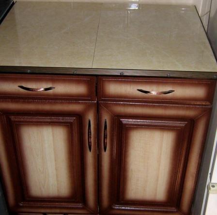 Старый кухонный гарнитур всегда может быть отреставрирован.
