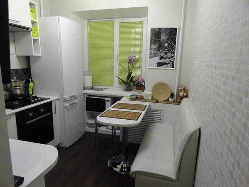 Какого бы размера не была кухня, правильно подобранный интерьер создаст уют.