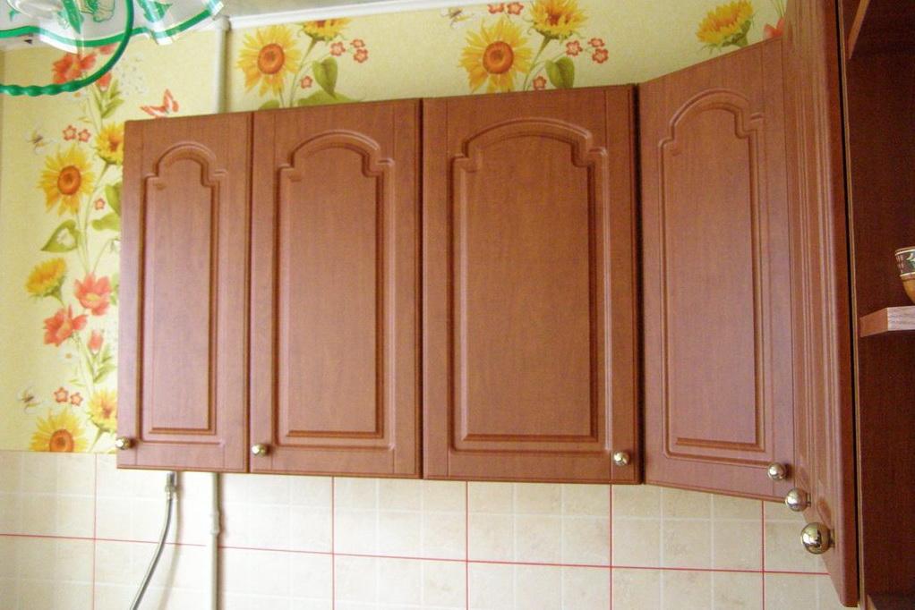 Материал для шкафчиков может быть разнообразным