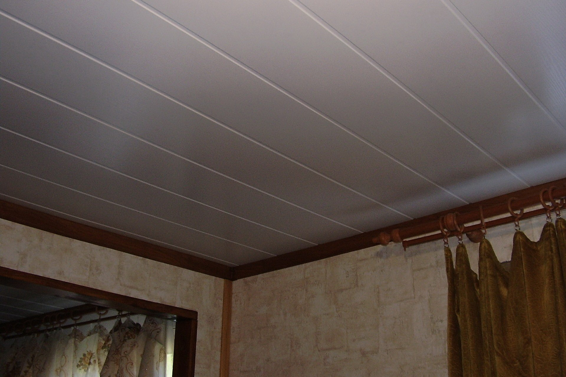 Пластиковые панели на потолок своими руками фото