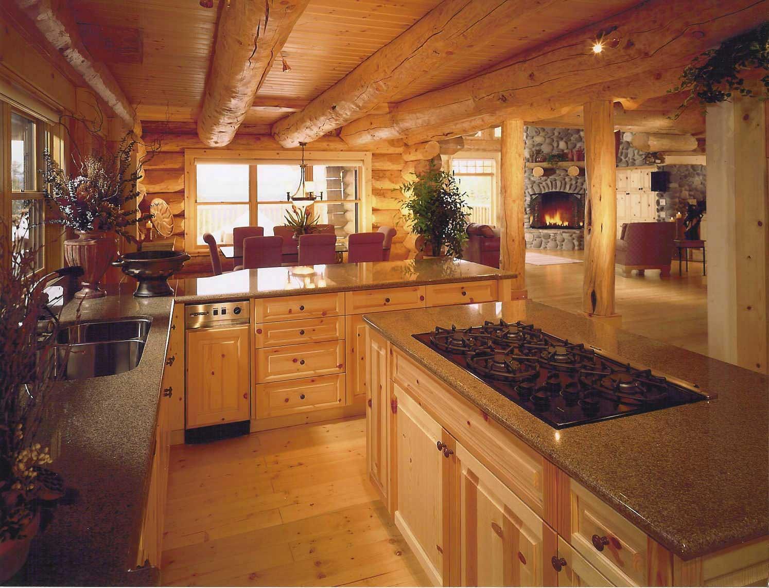 Кухни в деревянных домах обычно отделывают соответственно.