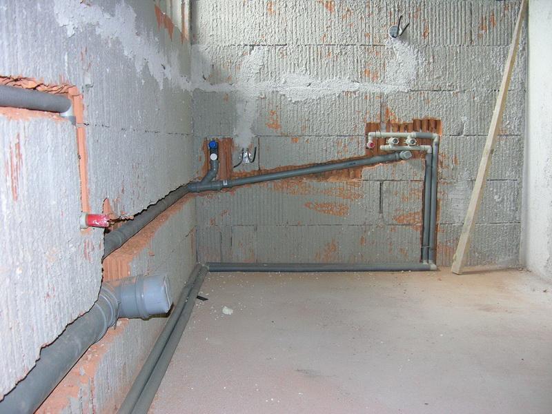 Укладка канализации в стены