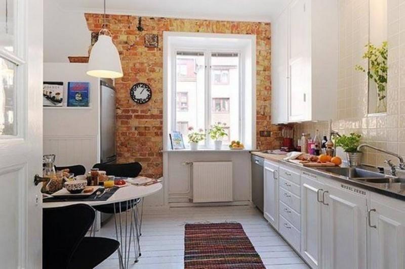 Стена декорированная под кирпич придаст изюминку кухне