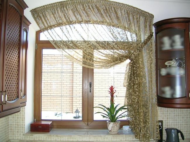 Бежевые шторы подойдут практически под любой декор