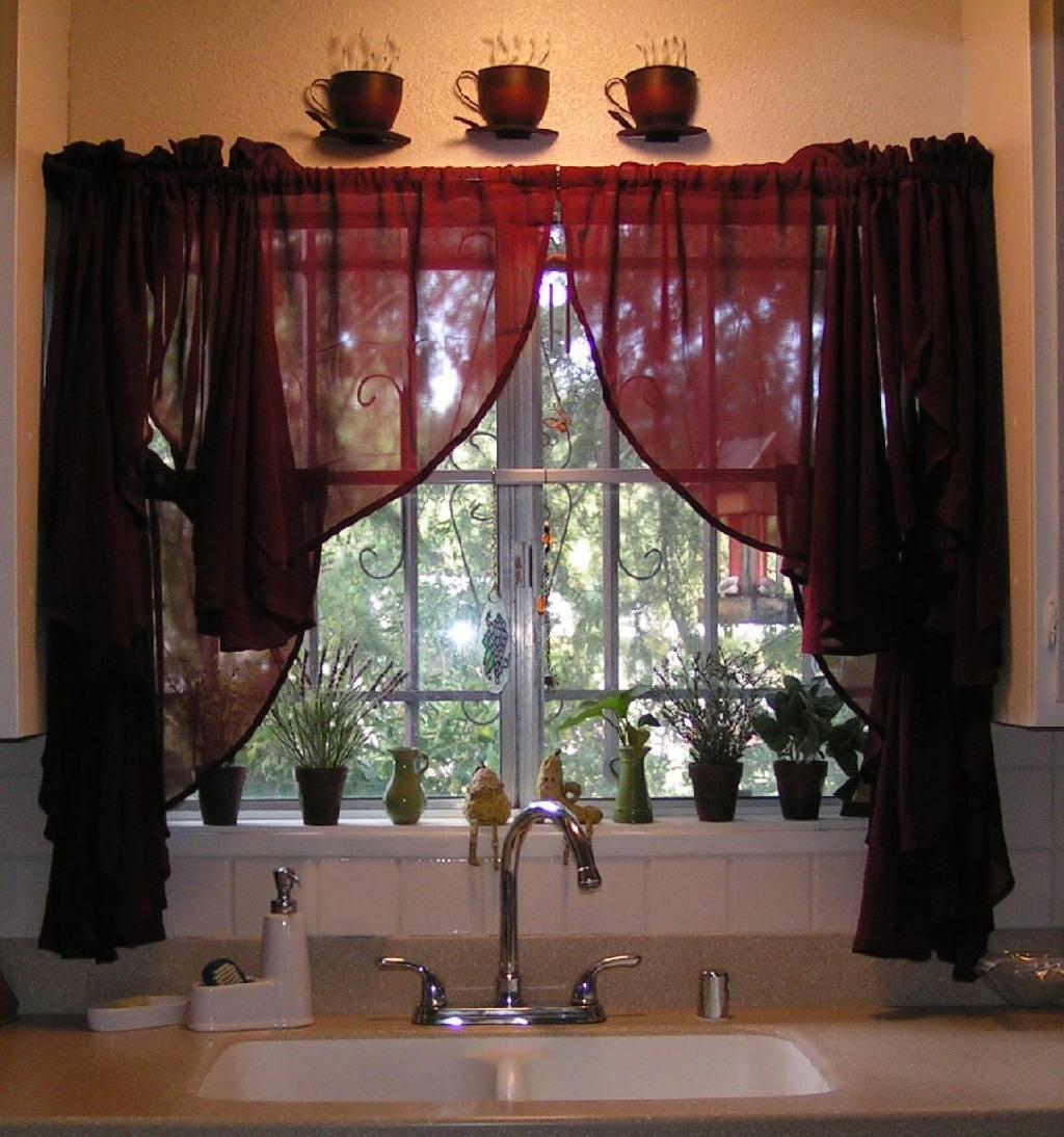 Гармонично декорированное окно
