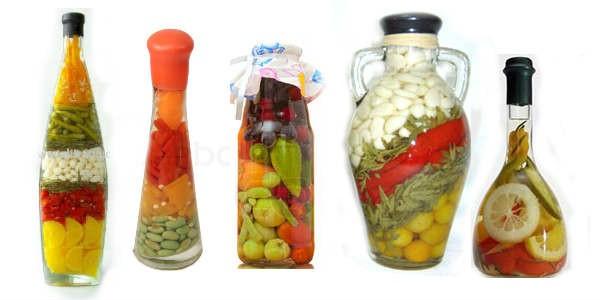 Бутылка с аппликациями из фруктов из овощей