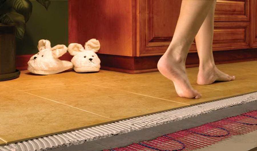 Теплый пол на кухне не даст вам замерзнуть в зимнее время.