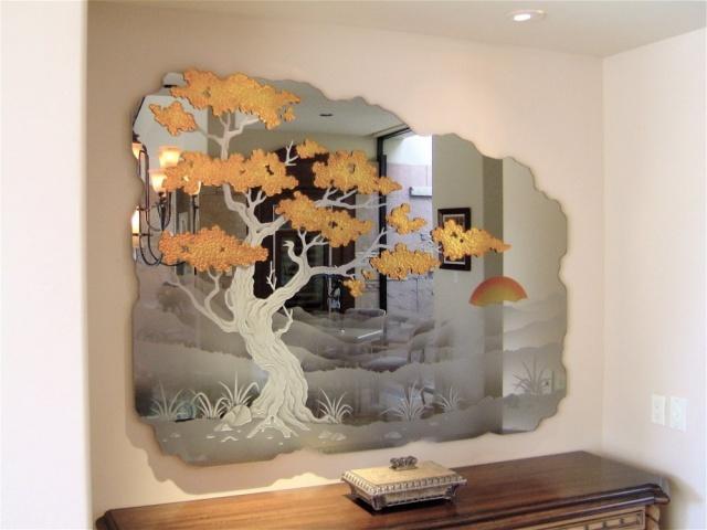 Декор со стеклянными элементами на любой кухне смотреться эффектно