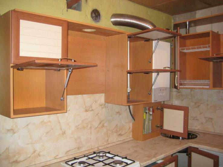 Кухонный гарнитур с газлифтом