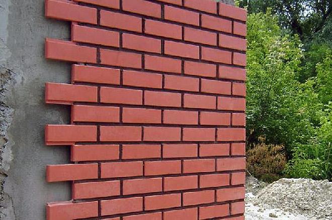Практичный и долговечный вид отделки стен