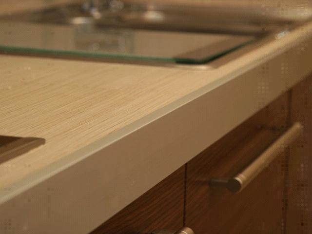 Столешница из ДСП для кухни должна органично вписываться в интерьер помещения