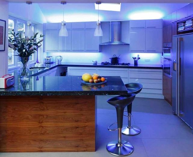 Вот так выглядит светодиодная лента SMD3528 водостойкая на кухне
