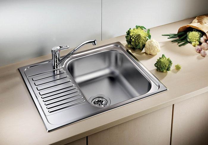 Современная врезная кухонная мойка