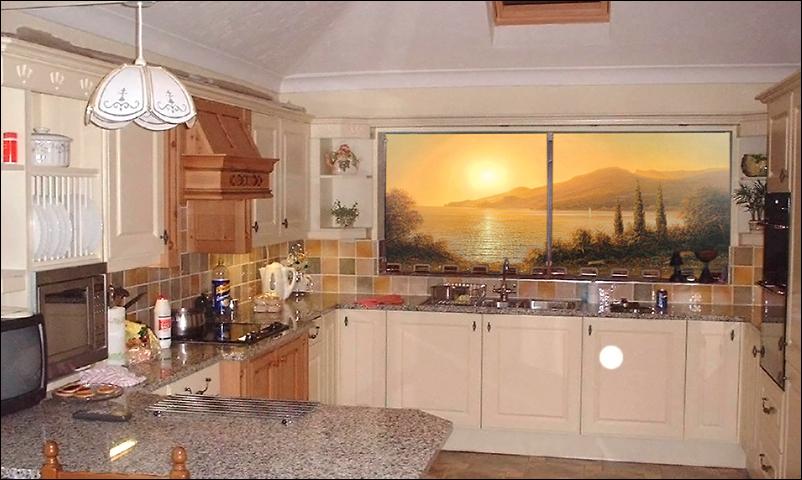 Фреска окно расширит пространство кухни