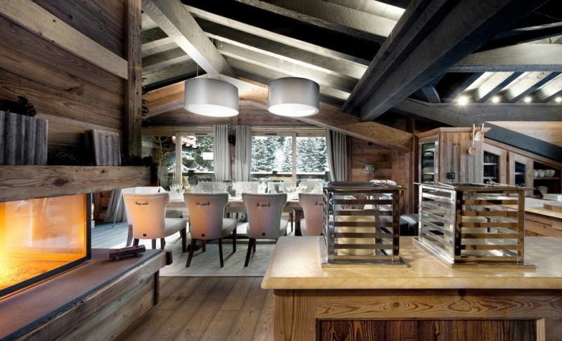 Стиль Шале в интерьере имеет четкие требования по оформлению кухонной территории.