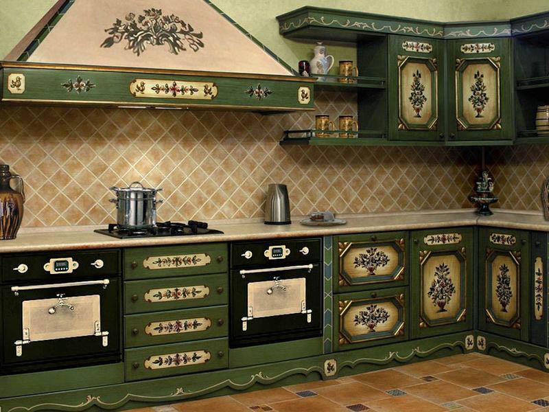 Необычный гарнитур в кухне деревенского стиля
