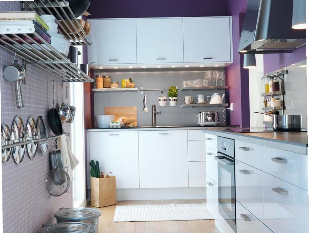 Мебель от Икеа — прекрасно вписывается в интерьер малогабаритной кухни.