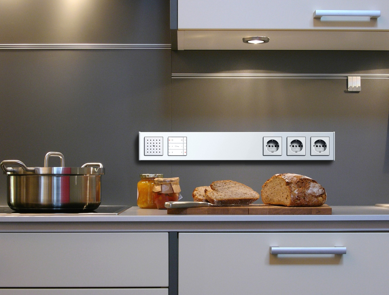 Размещение розеток на кухне – это первое, о чем стоит задуматься до установки техники.