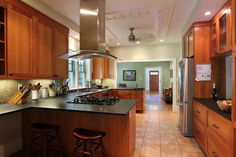 Декоративный потолок на кухне