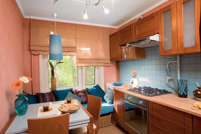 Дизайн небольшой кухни с диваном