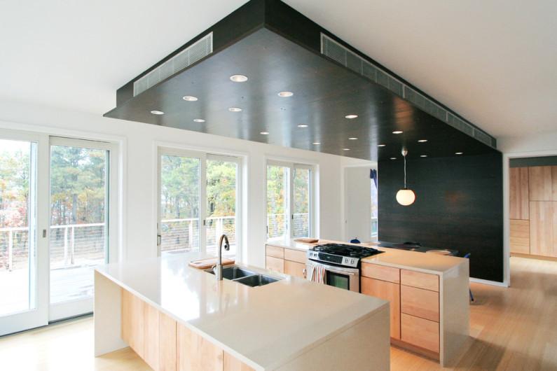 Разноуровневый потолок зонирует пространство