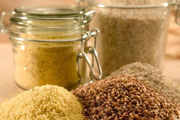 Пищевая моль обычно появляется в крупах