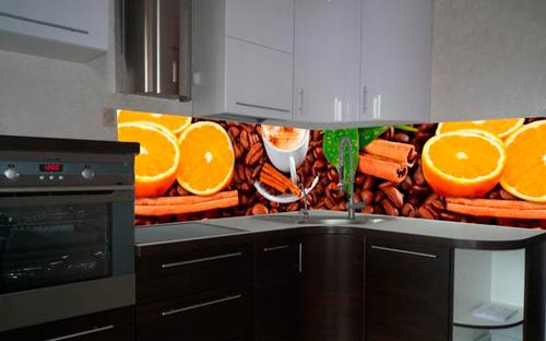 Фартуки из стекла отлично защищает стены от брызг и бытовых загрязнений