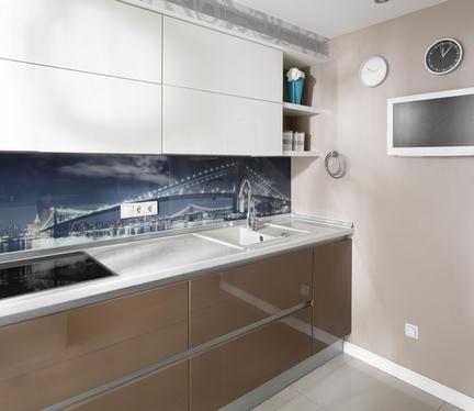 Стеклянные панели позволяют придать комнате нотки неординарности и индивидуальности