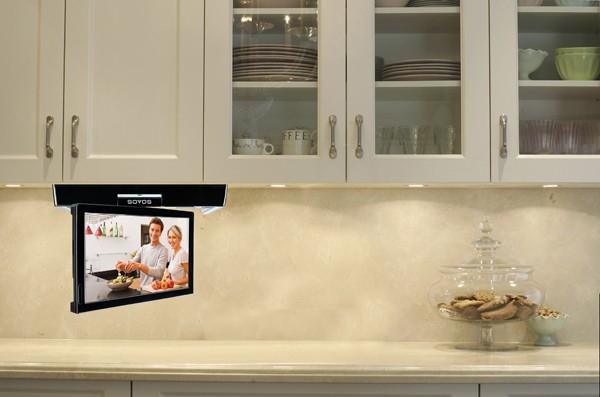 Телевизор на кухне очень современно