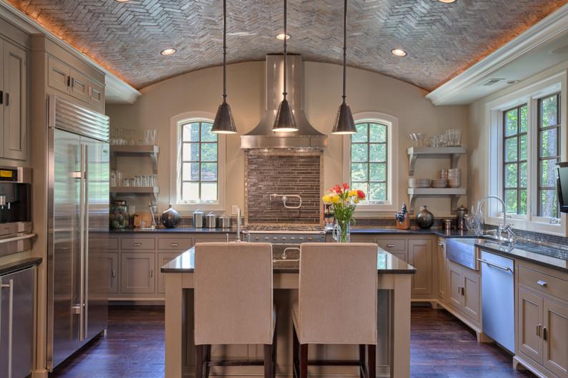 Потолок отделанный керамической плиткой