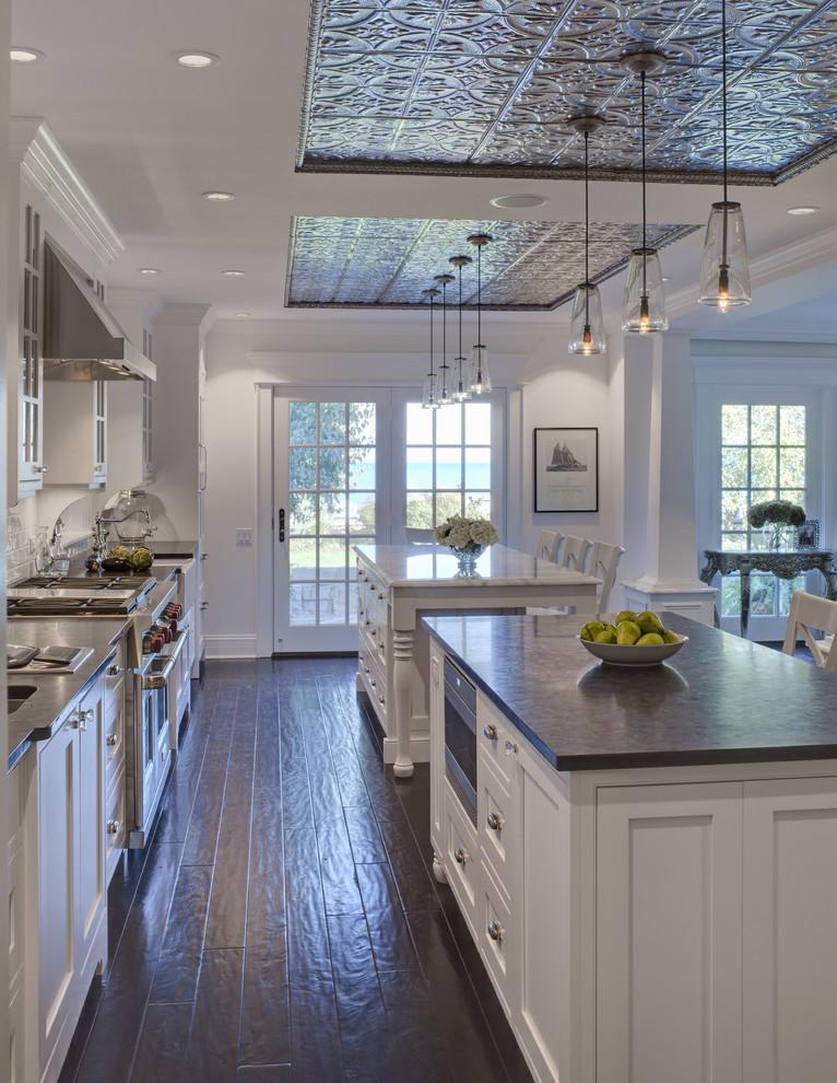 Правильно оформленный потолок задает тон всему помещению