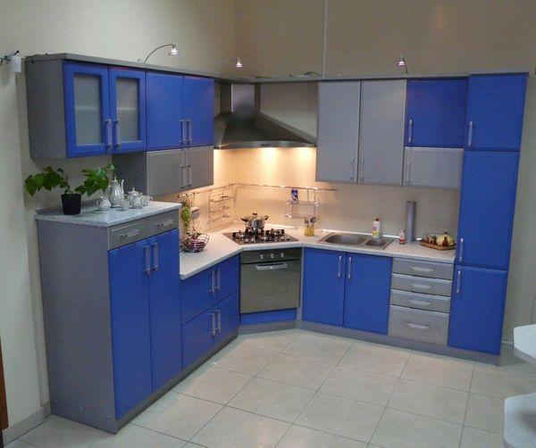 Вариант угловой кухни с плитой в углу