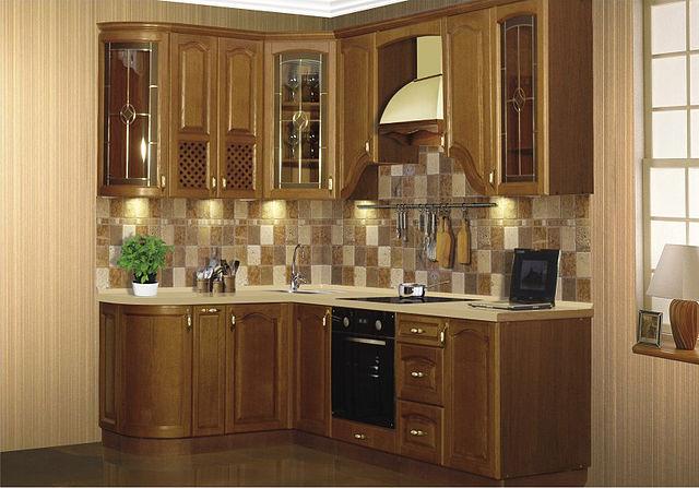 Компактный угловой кухонный гарнитур